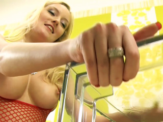 Bella Blond gets crazy when it comes to piss play