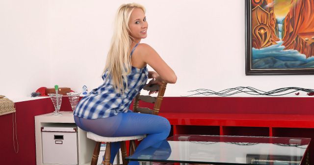 Carla Cox pisses through her blue pantyhose