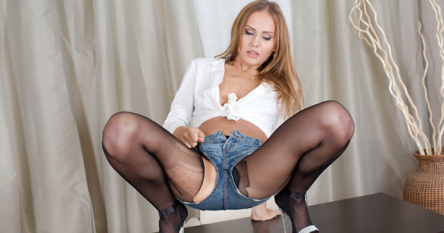 Sexy Sabrina pees through her pantyhose
