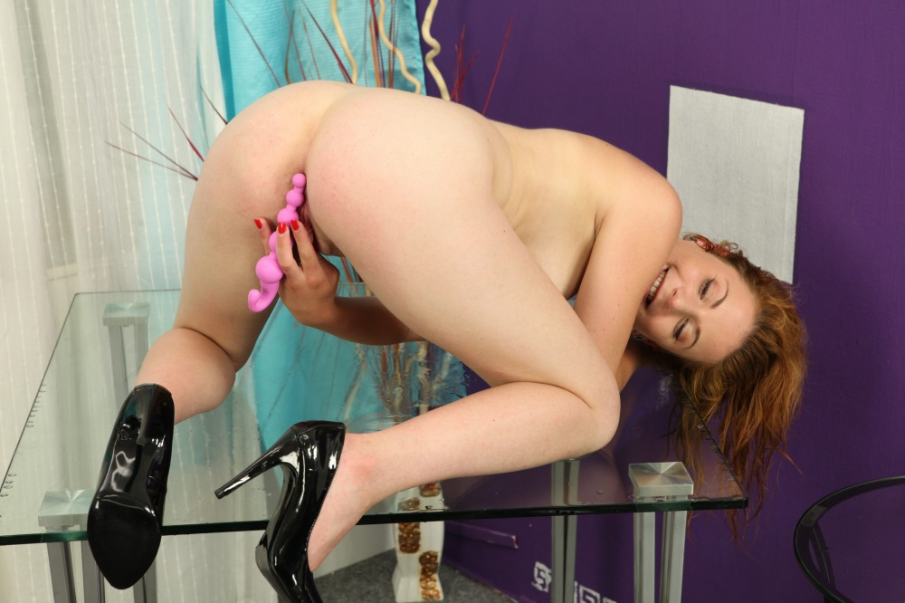 Sexy girl Ritta makes a big piss puddle
