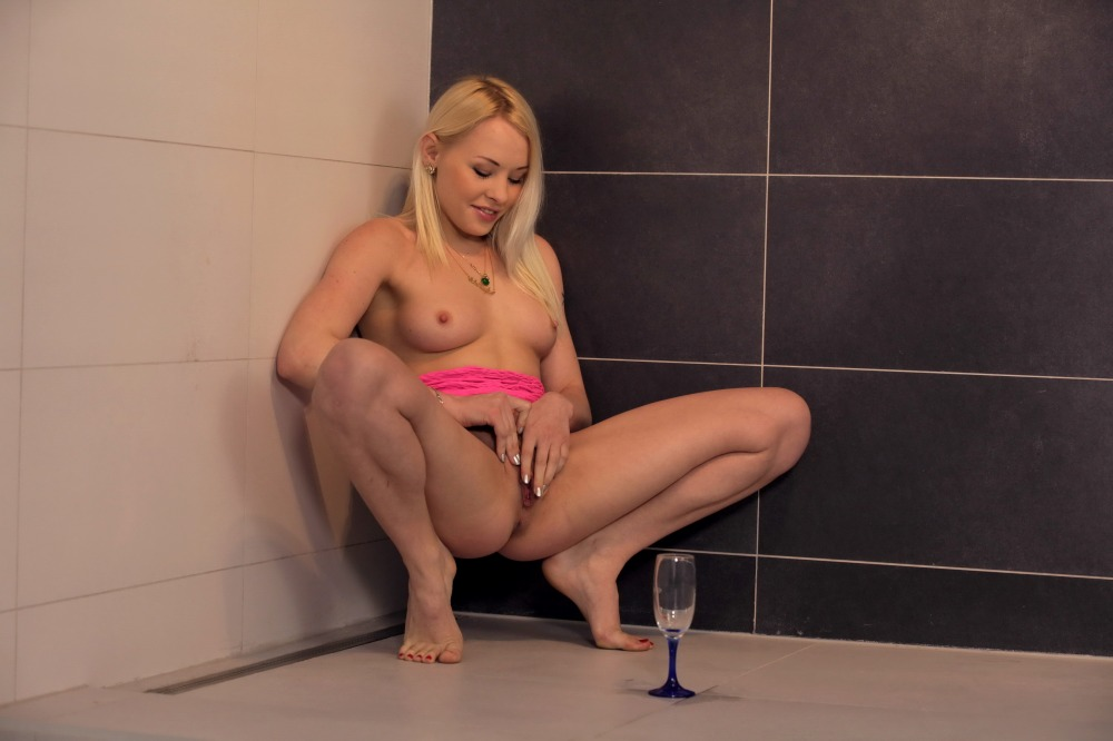 Pretty blonde babe toys her piss drenched pussy