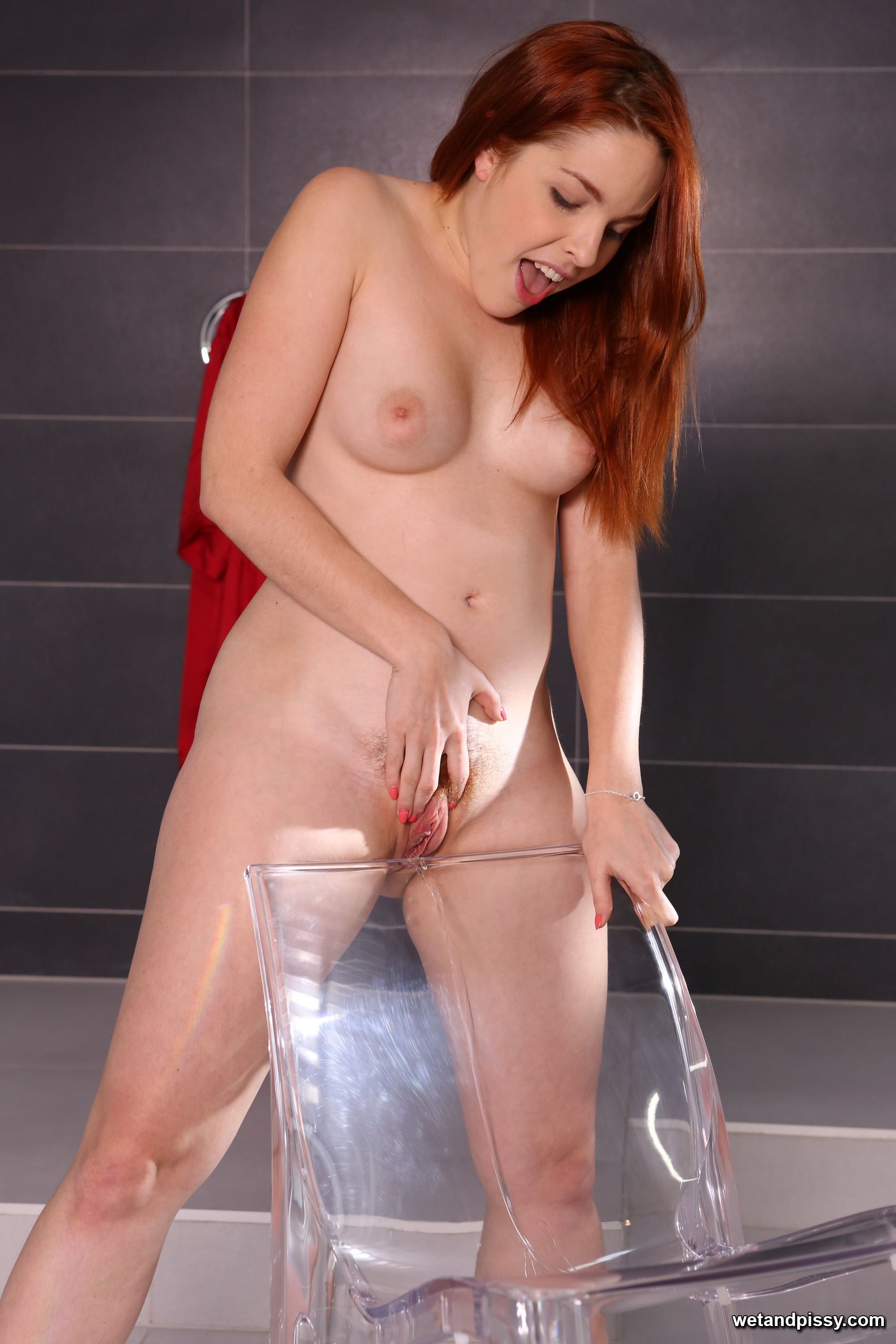 Stunning redhead tries to pee over her own body