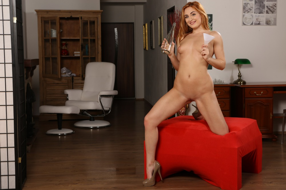 Dildo play for watersports loving redhead Eva
