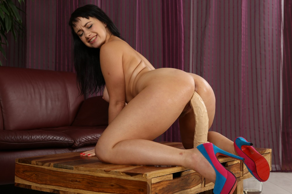 Big assed babe pees through her denim hotpants